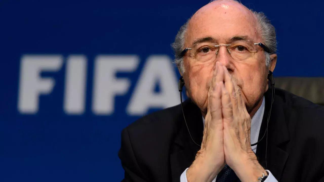 LA FIFA PORTE PLAINTE CONTRE SEPP BLATTER