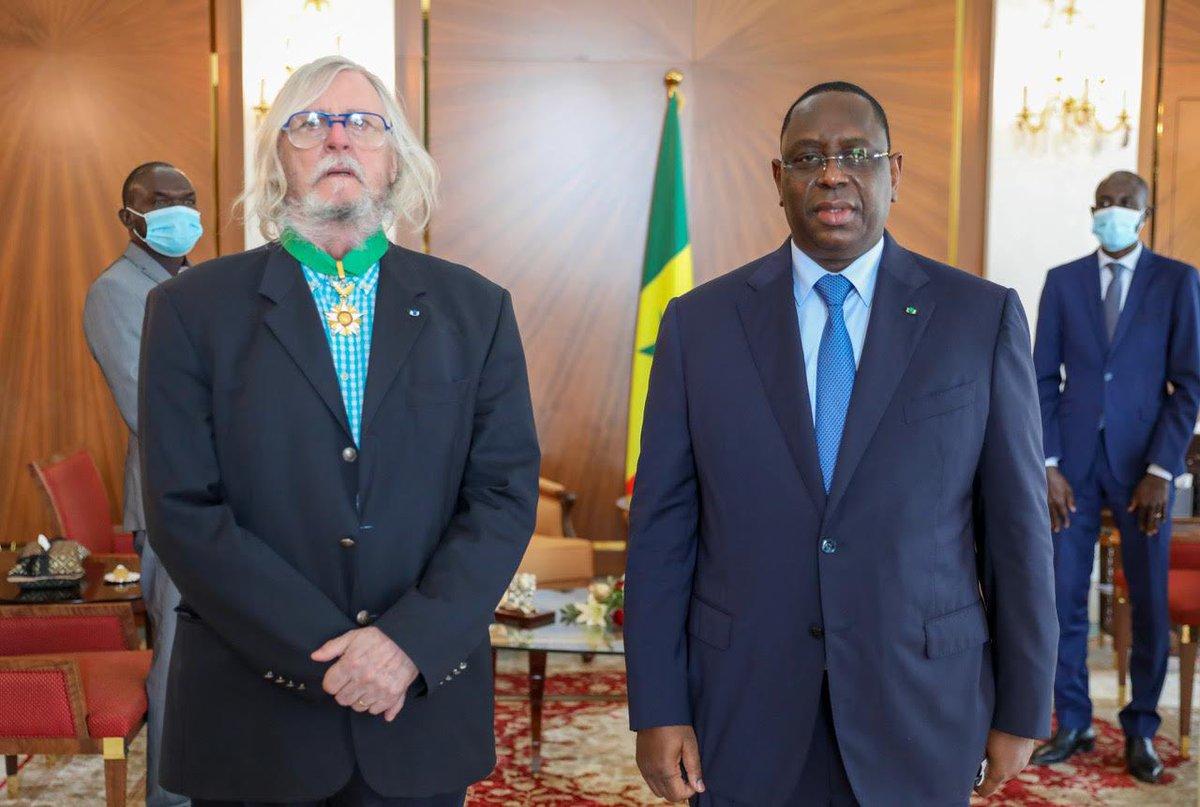 DIDIER RAOULT DECORÉ EN AFRIQUE